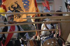 Los soldados se preparan para defender su posición con una de las armas más habituales en el Tercio: la pica.  Asociación Napoleónica Valenciana