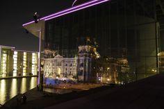 Bildkomposition Spiegelungen vom historischen Reichstag im modernen Marie-Lüders-Haus