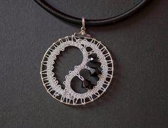 Pendentif à collier, ou un cercle décoré