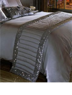 Best 11 * Diamond Crush Sparkle Crystal Mirrored Lamp Table Large instock for fast – SkillOfKing. Glam Bedroom, Master Bedroom, Bedroom Decor, Designer Bed Sheets, Luxurious Bedrooms, New Room, Comforter Sets, Luxury Bedding, Bed Spreads