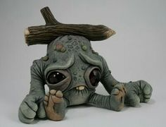 I was drawn to this by its sad expression and big eyes it looks like an alien thats been hit on the head with a branch sculpting, texture tools the detail in the hands and feet are facinating to me Ceramic Monsters, Clay Monsters, Little Monsters, Monster Drawing, Monster Art, Cute Fantasy Creatures, Cute Creatures, Toy Art, Ooak Dolls