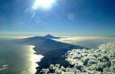 Atardecer desde las alturas... Se puede observar la Cordillera de Anaga, Santa Cruz, La Laguna y el Teide...  I Love TENERIFE!