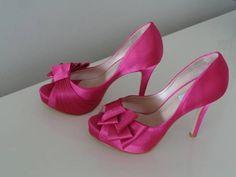 Lindo sapato peep toe em cetim na cor Rosa/Pink, ideal para noiva ou festas…