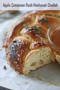 Renana's Kitchen - Apple Cinnamon Rosh Hashanah Challah. Let's welcome Rosh Hashanah with a delicious Apple Cinnamon Rosh Hashanah Challah! However, with a twist. Instead of the traditional Challah with honey, mine includes apple and cinnamon for a more delicious taste and the honey sits in a dish inside the sweet Challah! Savoury Pastry Recipe, Pastry Recipes, Dessert Recipes, Artisan Bread Recipes, Yeast Bread Recipes, Traditional Bread Recipe, Honey Cookies, Honey Cake, Slow Cooker Bread