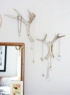 19 ways to get cabin style | Living the Country Life necklace holders antler style