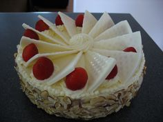 White #Chocolate Strawberry #Cake
