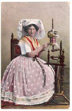 Vintage+Postkarte+Frau+in+Tracht+am+Spinnrad+1921+von+retrowelten+auf+DaWanda.com