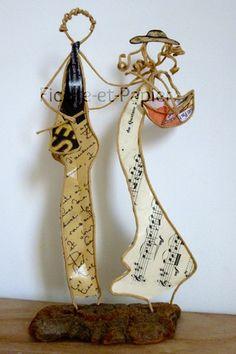 Figurines en ficelle de kraft armé et papier Comme ils sont beaux nos jeunes mariés ! Amoureux, enjoués, ils sont déjà prêts pour partir en voyage de noces ! Nous leu - 17092662