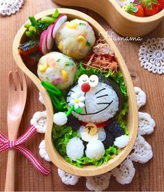Carol: I have never eaten such a beautiful food! Japanese Bento Box, Japanese Food Art, Japanese Dishes, No Cook Meals, Kids Meals, Food Art Bento, Bento Kids, Kawaii Bento, Little Lunch