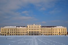 Oaspetii nostri care petrec un sejur de 6 nopti la una dintre pensiunile noastre, au intrarea la palatul Schönbrunn gratuita ! Turul scurt.
