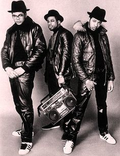 RUN DMC - widely acknowledged as The Beatles of Hip Hop being 1 of the greatest rap groups in history. Run Dmc, Mode Hip Hop, Hip Hop Rap, Hip Hop Artists, Music Artists, 80s Musik, Music Is Life, My Music, Music Books
