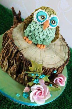 Beautiful Owl on a tree stump cake!