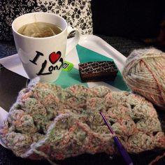 Bonne nuit tout le monde #plateautele #crochet #etole #phildar #whool #laine #crocheter #crocheting #crochetlove by lescreadenad