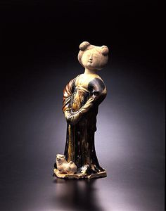 Standing Woman with Dog - China, Tang period, beginning of the 8th century - Ceramic with three-color glaze