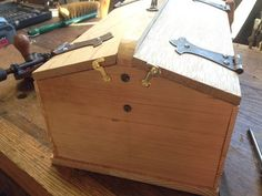 Stanley #801 Build #2: Design / Build - by Smitty_Cabinetshop @ LumberJocks.com ~ woodworking community Wood Tool Box, Wood Tools, We Have A Winner, Tool Band, Winter Project, Wood Slices, Table Cards, Wood Pallets, Building Design