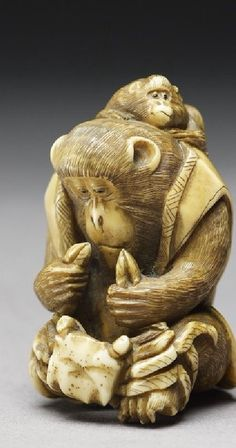 Netsuke in the form of a monkey holding a crab. Second half of the nineteenth century. Ashmolean Museum.