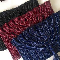 How To Crochet A Shell Stitch Purse Bag - Crochet Ideas Crochet Clutch Bags, Crochet Wallet, Crotchet Bags, Crochet Purse Patterns, Crochet Tote, Crochet Handbags, Crochet Purses, Love Crochet, Knitted Bags