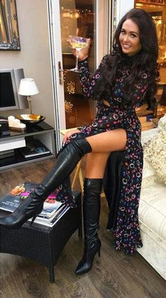 Sexy Beine , - - Your Guide to Writin Sexy Outfits, Sexy Stiefel, Sexy Boots, Black Boots, Leder Outfits, Hot High Heels, Thigh High Boots, Thigh Highs, Sexy Legs