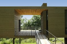Too bad every home couldn't have a space like this! Bridge-Studio / hanrahanMeyers architects