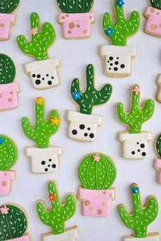 The prettiest cacti cookies ever! by Johanie Les Biscuits. Perfect cactus cookies for a fiesta birthday party! Galletas Cookies, Iced Cookies, Cute Cookies, Royal Icing Cookies, Sugar Cookies, Baking Cookies, Cupcakes Succulents, Succulent Cakes, Fiestas Party