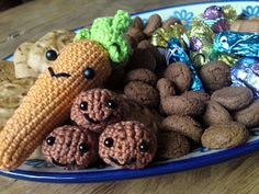 Tussen HAAKjes: Patroon wortel en pepernoten http://judithschrijfsels.blogspot.be/2011/11/patroon-wortel-en-pepernoten.html