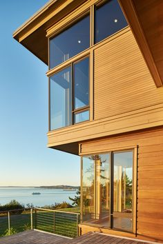 Finne Architects Design A Home Overlooking Elliot Bay In Seattle | CONTEMPORIST