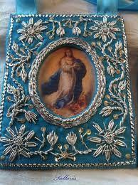 escapularios antiguos - Not mine Catholic Jewelry, Catholic Art, Religious Icons, Religious Art, Altar, Pinterest Pinturas, Bullion Embroidery, Madonna And Child, Blessed Virgin Mary