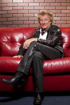 Rod Stewart ain't no young turk anymore eh Maggie May! Rod Stewart, Music Memes, 80s Music, Forever Young, Rock And Roll, Sexy Men, My Favorite Things, Guys, Celebrities