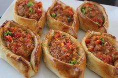 Ik maak eigenlijk nooit iets uit de Turkse keuken, terwijl er zoveel heerlijke gerechten zijn. Afgelopen week aten we een heerlijke heldere Chinese kippensoep en ik wilde er een lekker hartig brood…