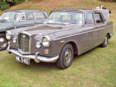 Wolseley Series II the badge spells wolseley but read 'police'in London Classic Cars British, British Sports Cars, Best Classic Cars, Classic Trucks, Austin Cars, Assurance Auto, Cars Uk, Vintage Trucks, Cars And Motorcycles