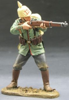 World War 1 German Army FW014 Rifleman Standing Firing - Made by King and Country Military Miniatures and Models. Factory made, hand assembled, painted and boxed in a padded decorative box. Excellent gift for the enthusiast.