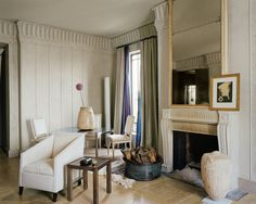 In the most recent renovation of Stephen Sills's New York apartment, exquisite objects from various periods are united by a restrained palette. An Italian Directoire mirror, a Man Ray photograph and a Greek marble urn complement the Louis XVI fireplace. Best Interior, Home Interior, Interior Decorating, Interior Design, Decorating Blogs, French Interior, Interior Architecture, New York Apartments, Small Apartments