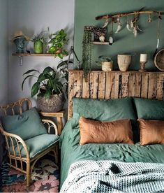 Image may contain: Interior - Schlafzimmer - Design Rattan Furniture Bedroom Green, Home Bedroom, Orange Bedrooms, Olive Bedroom, Forest Bedroom, Green Bedding, Bedroom Colors, Master Bedroom, Home And Deco