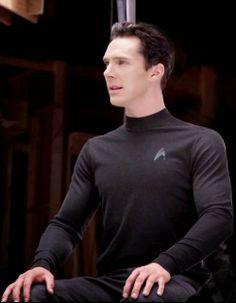 Benedict Cumberbatch on the set of Star Trek Into Darkness Khan Benedict, Benedict Cumberbatch Sherlock, Martin Freeman, Sherlock Holmes, Star Treck, Posture Fix, Bad Posture, Khan Noonien Singh, John Harrison