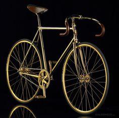 Aurumania. La bici más cara del mundo.  http://eltiodelmazo.com/2013/06/14/las-bicis-mas-caras-del-mundo/