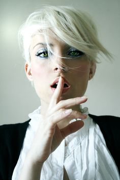 If I ever go super short again, I'm doing something like this. Blonde is so awesome for short cuts.