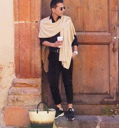 """Travel Chic Chic caring the """"Leslie Natural Ombre handbag""""  #KCAccessories #katechan #blogger #KCinfluencer #ecochic #KCglobal"""