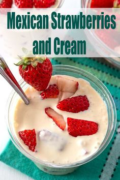 Fresas con crema (strawberries and cream) is a delicious Mexican dessert. Perfectly sweet and creamy with a sour cream base, this treat is . Mexican Snacks, Mexican Dessert Recipes, Raw Food Recipes, Snack Recipes, Cooking Recipes, Freezer Recipes, Freezer Cooking, Drink Recipes, Mini Desserts