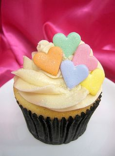 Inspiration for this years valentine bake sale -color reminiscent of conversation hearts without the silly sayings! Valentine Day Cupcakes, Valentines Food, Valentine Treats, Valentine Recipes, Themed Cupcakes, Yummy Cupcakes, Cupcake Cookies, Tolle Cupcakes, Cupcake Heaven