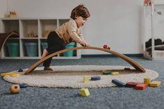 C'est JOE - un jouet pour le développement de l'équilibre dynamique. Et pas ne seulement que pour cela... Joe est jouet polyvalent et nécessite imagination. Le choix des matériaux permet de Joe être adapté à votre intérieur de la maison. Lorsque le propriétaire véritable est une