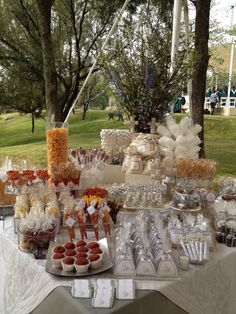 Unique Wedding Catering Ideas for the Big Day – MyPerfectWedding Candy Table, Candy Buffet, Dessert Buffet, Dessert Bars, Dessert Tables, Healthy Breakfast Bowl, Snacks Für Party, 21 Party, Fiesta Party