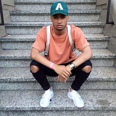 Add a cap to your outfit for a Spring Summer update. Streetwear Mode, Streetwear Fashion, Men Street, Street Wear, Outfits With Hats, Casual Outfits, Men Looks, Boy Fashion, Mens Fashion