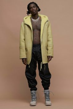 Young Thug- brought to you by Yeezy Season 3 //shearling coat// joggers// snow boots Yeezy Fashion, Mens Fashion, High Fashion, Young Thug Fashion, Yeezy Season 3, Hip Hop Rap, Poses, Kanye West, Swagg