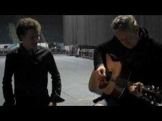 Tommy Emmanuel teaches fan how to play guitar Tommy style. Venue - Utenos pramogų arena, Vilnius