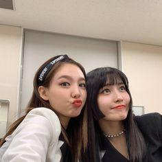 Twice-Nayeon & Momo Kpop Girl Groups, Korean Girl Groups, Kpop Girls, I Love Girls, Cool Girl, My Girl, Lgbt, Sana Momo, Jihyo Twice