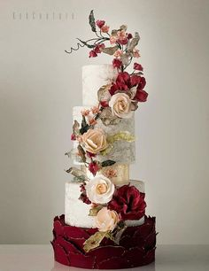 Holiday Wedding Cakes Too Pretty To Ignore ~ elegant wedding cake with gorgeous sugar flowers by Kek Couture #weddingcakes