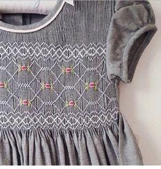 Smocked Clothing, Girls Smocked Dresses, Baby Girl Dresses, Smocking Baby, Smocking Patterns, Punto Smok, Baby Girl Dress Patterns, Sewing Stitches, Heirloom Sewing