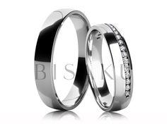 4583 Velmi slušivé snubní prsteny z bílého zlata v lesklém provedení. Dámský prsten je do poloviny svého obvodu asymetricky zdoben ke kraji zasazenými kameny. Velmi dobře lze dámský prsten kombinovat spolu se zásnubním prstenem. #bisaku #wedding #rings #engagement #svatba #snubni  #prsteny