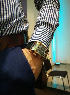 BUGATTI SUPER SPORT by Parmigiani - Hand-wound & power reserve movement