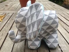 Couture: the Doudou Elephant (Free Pattern) - Wonders and Coquillettes - blanket Sewing Crafts, Sewing Projects, Maxi Dress Tutorials, Girl Dress Patterns, Skirt Patterns, Blouse Patterns, Dou Dou, Fleece Hats, Baby Comforter